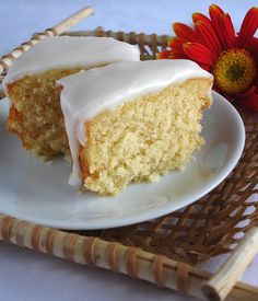 this is absolutely the most delicious coconut cake I have ever made. Made it without the icing and topped it with powdered sugar. Jelly Desserts, Coconut Desserts, Dessert Recipes, Coconut Milk, Chinese Food Delivery, Yummy Treats, Yummy Food, Yogurt, Sugar Cones