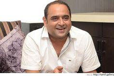 Director Vikram Kumar ties the knot - http://tamilwire.net/57206-director-vikram-kumar-ties-knot.html