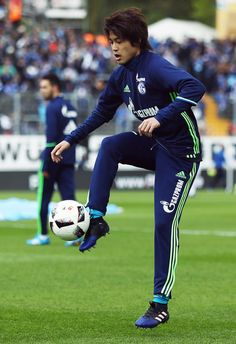 Atsuto Uchida of Schalke warms up prior to the Bundesliga match between SV Darmstadt 98 and FC Schalke 04 at Stadion am Boellenfalltor on April 16, 2017 in Darmstadt, Germany.