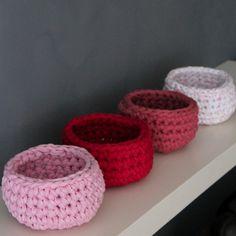 Level: // Häkelkörbe in rosa pink altrosa und weiß mit Punkten