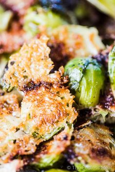 Crispy Parmesan Brussels Sprouts - Keto Vegetarian - Ideas of Keto Vegetarian - SAVE FOR LATER! Parmesan Brussels Sprouts are THE BEST ever! Theyre a super easy to make side dish that will make a brussels sprouts fan out of anyone. Side Dish Recipes, Vegetable Recipes, Low Carb Recipes, Cooking Recipes, Healthy Recipes, Fast Recipes, Dinner Recipes, Gluten Free Recipes Videos, Low Carb Vegetarian Recipes
