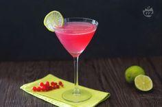 Il cosmopolitan è uno dei cocktail americani più famosi al mondo, grazie al suo mix di sapori, che vanno dal dolce all'aspro, che vi rapirà.