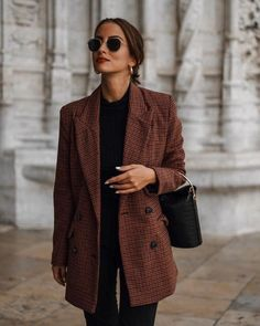 blazer + black tee + skinny jeans outfit - Winter Outfits for Work Blazer Outfits Casual, Classy Outfits, Work Outfits, Chic Outfits, Blazer Fashion, Dress Outfits, Black Outfits, Moda Vintage Chic, Vintage Chic Fashion