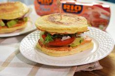 Biscuiti de casa spritati - Retete culinare by Teo's Kitchen Romanian Desserts, Prosciutto, Avocado, Sandwiches, Chicken, Cooking, Ethnic Recipes, Food, Salads