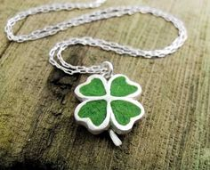 Four leaf clover necklace in silver and concrete