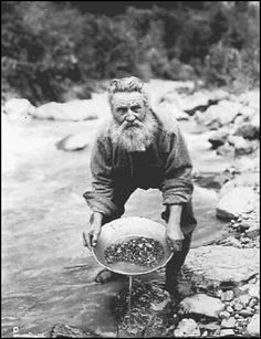Gold Discovered on the Klondike River, British Columbia, Canada (August setting off the Klondike (Alaska or Yukon) Gold Rush, one of the greatest gold rushes in history. Canadian History, American History, Old Pictures, Old Photos, Vintage Photographs, Vintage Photos, Panning For Gold, Gold Miners, Saloon