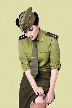 """☺ Military Pin Up - """"I so love a lady in uniform! Military Pins, Military Women, Military Fashion, Military Chic, Jamie Chung, Nylons, Diesel Punk, Velo Retro, Pin Up Models"""