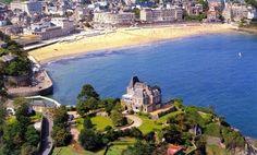 Pourquoi ne pas oser la vie de #château le temps d'une semaine ? Château du Moulin à #Dinard #CôteEmeraude #Bretagne #sea #holidays