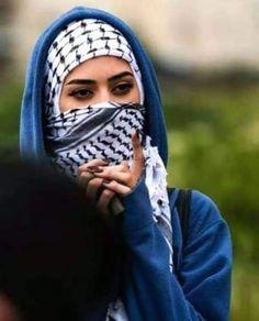 """"""" ولي شرفٌ بأن أهوى بلادي ...  وليس سوى بلادي لي هويّةْ ...  سيعرفُ آخرُ الأحياءِ حقّي لأنّي من فلسطينَ الأبيّةْ الأبيّةْ ! ❥ ❥ """" 🇵🇸"""