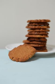 Gingernut Cookies Gluten-Free (Paleo and only 4 ingredients) ~ Paleo with Mrs P Gluten Free Cookies, Healthy Cookies, Gluten Free Desserts, Yummy Cookies, Healthy Snacks, Keto Desserts, Delicious Cookie Recipes, Easy Cookie Recipes, Free Recipes