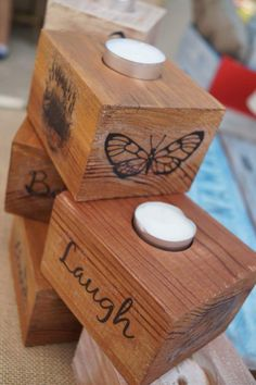 Portavelas de madera y transfer. Wood Block Crafts, Wood Projects, Wooden Candle Holders, Wood Scraps, Wood Burning Art, Candle Stand, Recycled Furniture, Diy Candles, Tea Light Holder