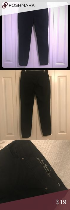 Gloria Vanderbilt Slimming Black Jeans SZ 12 All around slimming effect 'Missy' size 12 Gloria Vanderbilt jeans. Stretch and soft waist with front and back pockets. Tried on and washed once. These jeans hold everything in just right but are extra comfortable and soft. Nice taper at ankle. No tears, stains or defects. Like new condition. Just missing tags. Make me an offer!!! Gloria Vanderbilt Jeans Skinny