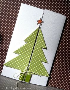 handmade Christmas card form the The Blog of GENMANOU: TUTO tree card opening ... gatefold with half a tree on teach side of the fold ... clever!