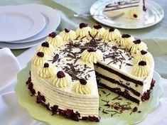 Így készül az aszalt áfonyás túrótorta. Hungarian Cake, Hungarian Recipes, Hungarian Food, Cookie Recipes, Dessert Recipes, Bread Dough Recipe, Cold Desserts, Tea Cakes, Creative Cakes