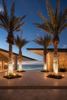 With the talent we know him, Diego Villaseñor has created a residence in Los Cabos in Mexico, which is both new and old. Superb in texture and angles, the hous Tree Lighting, Outdoor Lighting, Backyard Lighting, Exterior Lighting, Contemporary Architecture, Architecture Design, 17th Century Art, Luxor Egypt, Landscape Lighting
