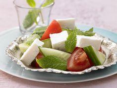 Schafskäse mit Gemüse - und frischer Minze - smarter - Kalorien: 80 Kcal - Zeit: 10 Min. | eatsmarter.de Frische Minze verleiht dem Gemüse und Schafskäse eine besondere Note.