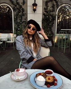 boujee livin Blue Things p span color blue Paris Outfits, Mode Outfits, Fall Outfits, Fashion Outfits, Star Fashion, Paris Fashion, Europe Travel Outfits, Foto Casual, Parisian Style