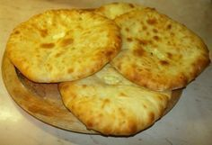 Χατζαπούρι: η γεωργιανή τυρόπιτα Cheese Recipes, Cooking Recipes, Tasty Videos, Appetisers, Mediterranean Recipes, Greek Recipes, Street Food, Finger Foods, Food Processor Recipes