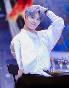 Khi Đại Thần Dương Dương tóc xanh Yang Model, Yang Chinese, Yang Yang Actor, Most Handsome Actors, Young Actors, Jackson Wang, Asian Actors, China, Beautiful Boys