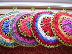 Disc-Disc: Apple green edge potholders by Chicken Betty, via Flickr. Pattern available through Ravelry at http://www.ravelry.com/patterns/library/disc-disc