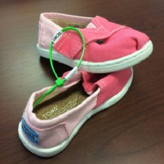 Brand new Toms Toddlers Shoes - T6 in size - new never worn - Velcro Shoes