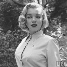 30.set.2016 - Imagens inéditas de Marilyn Monroe em um ensaio, aos 24 anos, foi descoberto no arquivo da revista americana Life. A bela aparece em fotos num ambiente bucólico