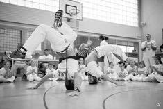 5° Jogos da Ass. Brasil Capoeira White Jeans, Photographs, Pants, Capoeira, Plays, Brazil, Trousers, Women's Pants, Women Pants
