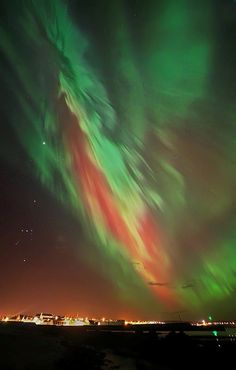 <b>The Aurora Borealis lit up the UK last night, and it was beautiful.</b>