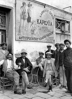 Patra (Peloponnese) outside a Maynard Owen Williams, Πάτρα Old Pictures, Old Photos, Vintage Photos, Mykonos, National Geographic, Greece History, Old Greek, Athens Greece, Greek Life