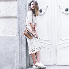 Look monocromático da blogueira Sara Escudero.