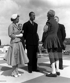 Royal Tour of Australia Queen Elizabeth II and the Duke of Edinburgh meet George Rogers, ex-rowing champion of Australia, on the jetty at Perth Get premium, high resolution news photos at Getty Images Elizabeth Queen Of England, Prince Philip Queen Elizabeth, Prince Phillip, Princess Margaret, Die Queen, British Royal Families, British Family, Queen Hat, Queen Elizabeth