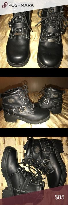 Harley Davidson woman's Tegan motorcycle boot Woman's size 7 Harley Davidson Tegan lace-up motorcycle boots, stock #84424. A great pair of rugged full-gain leather upper, full-length cushion shock lining, and has an inside zipper for easy on/off comfort. And of course all the Harley Davidson style components, the iconic Bar and Shield and the ankle strap and buckle. They've only been worn 3-4 times,caught in the rain once, you can see from the boot and sole there's no wear. Feel free to make…