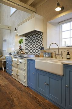Incorporating reclaimed wood flooring, stunning quartz worktops and geometric tiles from Bert & May, our Northallerton kitchen project combines a range of materials and rustic finishes for an individual identity. Shaker Style Kitchens, Shaker Kitchen, New Kitchen, Kitchen Decor, Kitchen Design, Kitchen Ideas, Country Kitchens, Farmhouse Style Dining Table, Light Blue Kitchens
