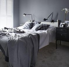 Sypialnia w szarości i bieli