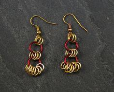 *Diese Ohrringe bestehen aus anodisierten Aluminiumringen. Die Ringe sind wunderbar leicht und angenehm am Ohr zu tragen. Sehr hochwertiger, feine...
