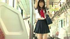 電車通学の女子高生が可愛くて癒されますね