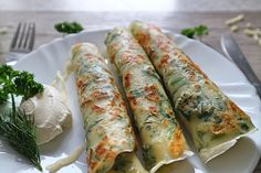 Herb and cheese blini - simple & quick recipe to bite into - Serve herb and cheese blini - Special Recipes, Quick Recipes, Quick Easy Meals, My Recipes, Crockpot Recipes, Bbq Pitmasters, Meat Sandwich, Large Group Meals, Balsamic Beef