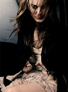 Natalie Portman for Elle Magazine UK (FEB Photographed by David Slijper. Keepin' it classy. Natalie Portman Style, Amazing Photography, Fashion Photography, Color Photography, Editorial Photography, Nathalie Portman, Scarlett, Star Wars, Elle Magazine