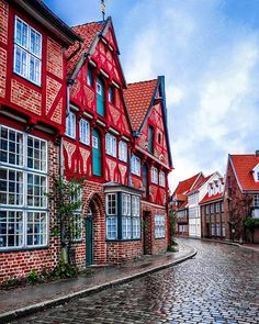 8 Beautiful Fairy Tale Towns In Germany You Have To See! Little-know hidden towns germany that belong in a fairy tale towns germany. The best towns in western germany! Some of the most beautiful towns close to Munich! Places To Travel, Places To See, Travel Destinations, Germany Destinations, Cities In Germany, Germany Travel, Germany Castles, Wanderlust, Ancient Greek Architecture