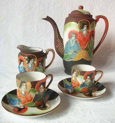 What a gorgeous Japanese tea set. <3