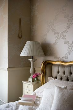 decorology: Quiet, beautiful moments...wallpaper,bedside table,headboard,vintage.white linens