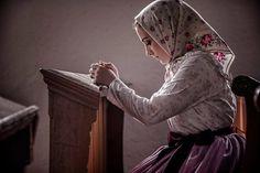 www.folkpedia.hu Turkish People, Costumes Around The World, Ulsan, Folk Dance, Central Europe, Ethnic Fashion, Ancient Art, Hungary, Old Things