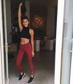 WEBSTA @ stefaniegiesinger - Striking a happy-Saturday workout pose with… Stefanie Giesinger Instagram, You Fitness, Fitness Motivation, Saturday Workout, Get Moving, Lifestyle Changes, Transformation Body, Fitspo, Sportswear