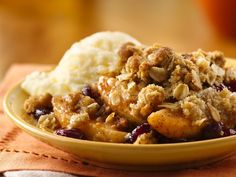 Apple-Cranberry Dessert recipe from Betty Crocker website Cranberry Dessert, Apple Cranberry Crisp, Best Apple Crisp, Apple Crisp Recipes, Pear Recipes, Fruit Recipes, Pumpkin Recipes, Healthy Recipes, Just Desserts