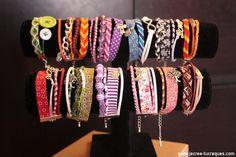Vous pouvez retrouver mes bracelets colorés en vente chez Arôma des Sens à Chartres : http://www.jecree-tucraques.com/blog/196-mes-bracelets-colores-en-vente-chez-aroma-des-sens-a-chartres/ (et très bientôt sur la boutique).