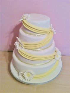 Yellow and white daisy wedding cake ideal for a spring wedding!
