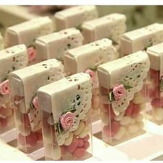 Wonderful Screen Baby Shower Decorations recuerdos Tips Congratulate parents-to-be by placing using a terrific infant shower. How do you make a shower wonderful? Wedding Favours, Wedding Gifts, Diy Wedding, Wedding Ideas, Baby Showers, Party Time, Diy And Crafts, Birthday Parties, Bridal Shower