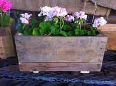 Ετοιμαστείτε για την Άνοιξη-20 Καλαίσθητες DIY Ιδέες για ζαρτινίερες στο παράθυρο Κάνετε κάποια ενδιαφέρουσα και δροσερή DIY ζαρντινιέρα και φυτέψτε λουλούδια και φυτά, κάντε ένα μίνι κήπο που θα δώσει ελκυστική και φρέσκια ματιά στο εξωτερικό του σπιτιού...