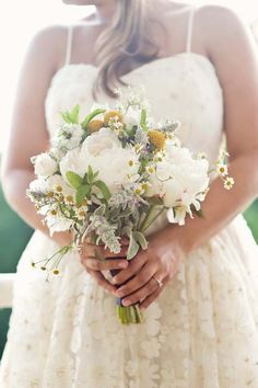 The size of this bouquet is probably what I am looking for. Note: bridal will have 5 face flowers (dahlias, marigolds, zinnias), 6 textural flowers (gomphrena, chamomile, safflower, etc), 5 greenery (herbs, foxtail grass, foraged Catskill native plants)