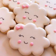 "576 Likes, 31 Comments - Vanilla Cookies (@vanillacookies.br) on Instagram: ""Bom dia! ☁️☀️ #biscoitosdecorados #biscoitosartesanais #biscoitospersonalizados #cookiesdecorados…"""